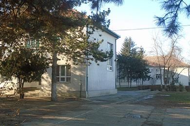 Szervó MIhály iskola kinti épülete